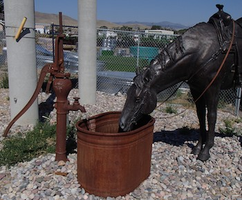 Dillon, MT, Bradford Williams sculpture of a horse drinking