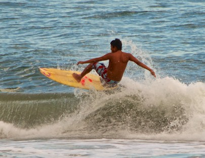 Surfing Playa La Bocana Huatulco sailing Mexico blog