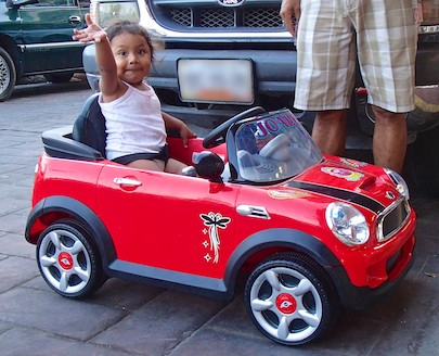 Mexico sailing blog Zihuatanejo girl in toy car