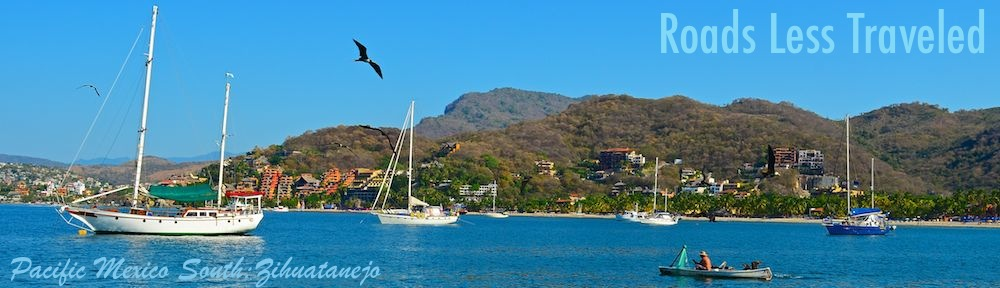 sailing blog Zihuatanejo Mexico sailboats anchored off Las Gatas beach (Playa Las Gatas)