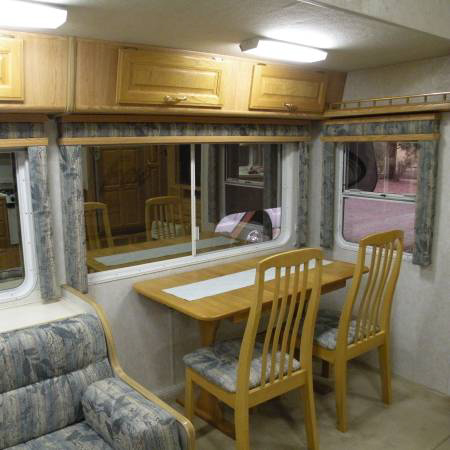 5th wheel RV dining area