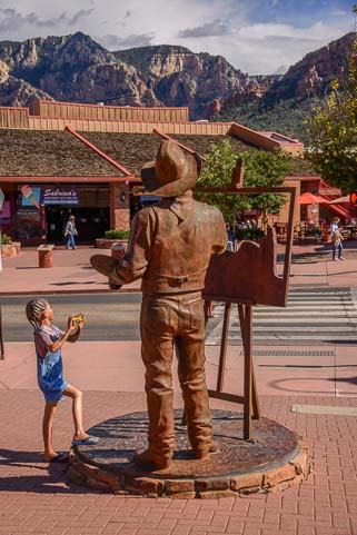 Bronze sculpture of a painter in Sedona Arizona