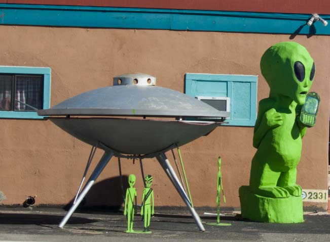 Aliens with a UFO space capsule