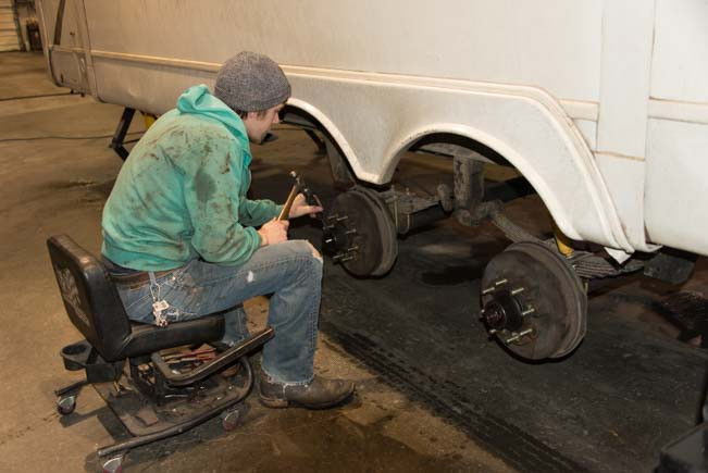 Removing wheels from a 5th wheel trailer