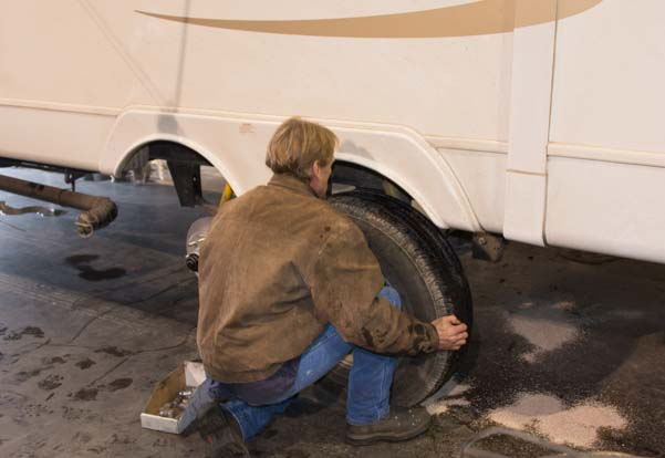 Replacing the wheels on a fifth wheel trailer