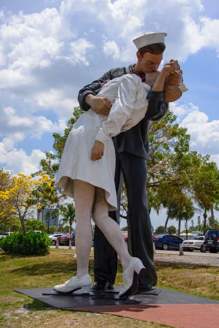 Undonditional Surrender WWII sculpture Sarasota Florida