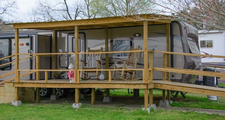 Travel Trailer with beautiful porch Escapees Care Center Livingston Texas