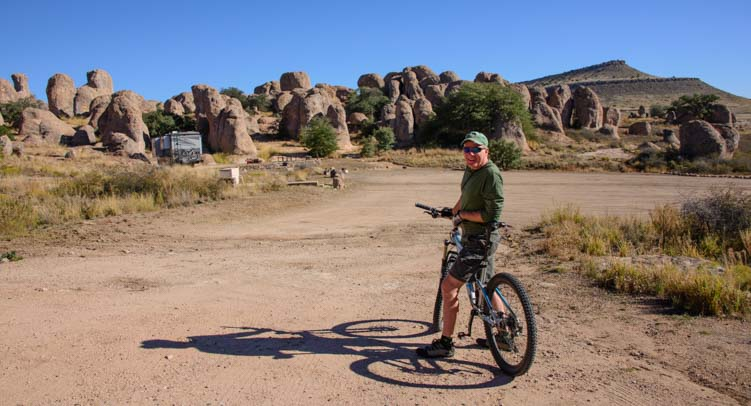 Moutain biking City of Rocks New Mexico