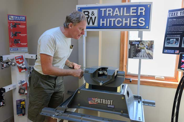 Checking out a B&W Fifth wheel hitch
