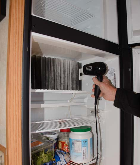 Defrost RV refrigerator hair dryer on cooling fins