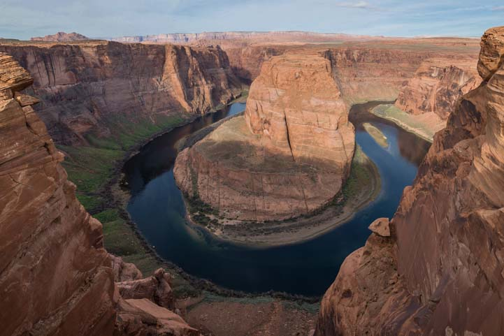 Horseshoe Bend Arizona between the cliffs