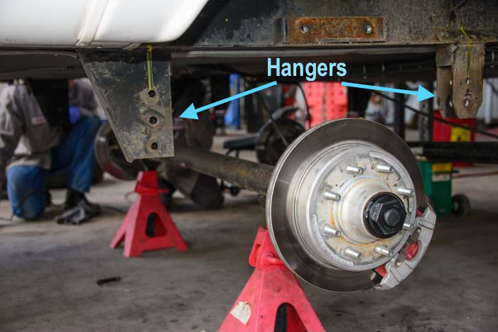 Fifth wheel trailer axle hangers