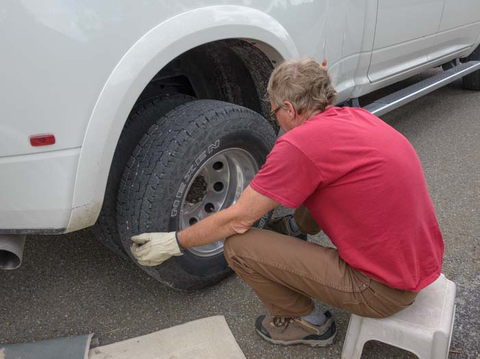How to change a flat tire on a dually pickup truck