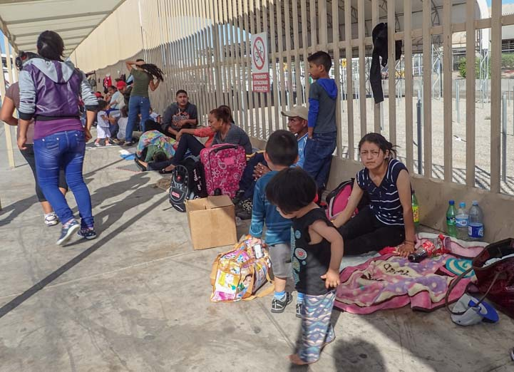800 Undocumented migrants wait to enter the United States in Arizona