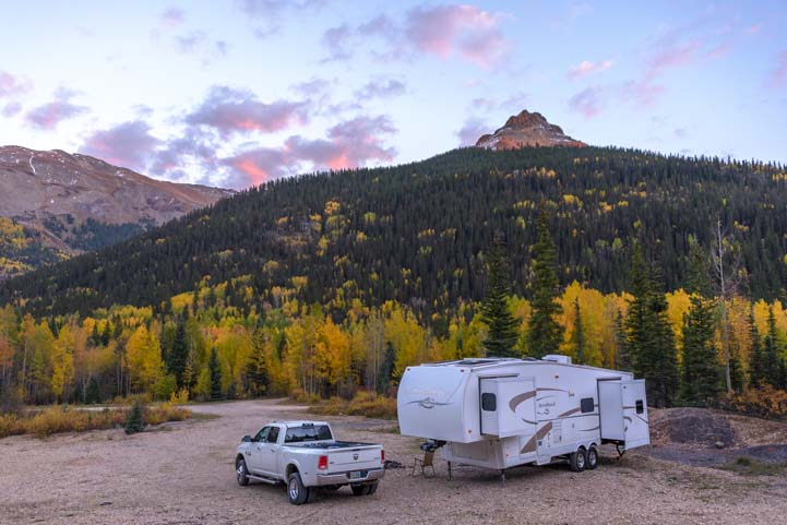 Boondocking or wild camping in an RV in fall