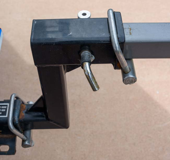 Hitch tightener for bike rack mounted in bumper hitch