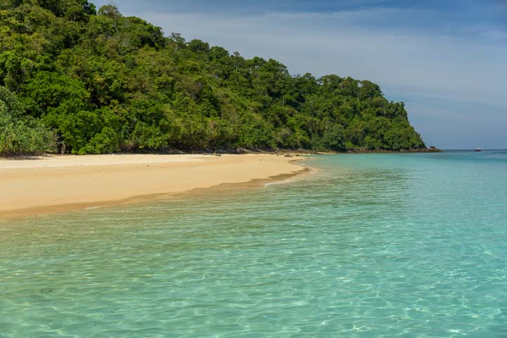 Clear water Dive and Relax Snorkeling Tour Ko Rok in Ko Lanta Thailand