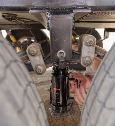 Raise fifth wheel trailer with bottle jack for suspension repair