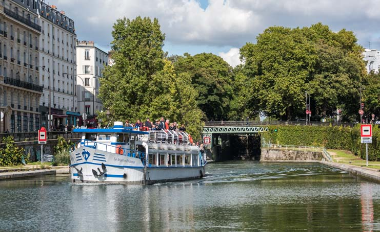 Canal boat tour in Paris
