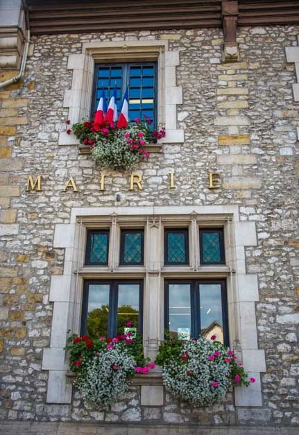 Stone building and windows Moret sur Loing France-min