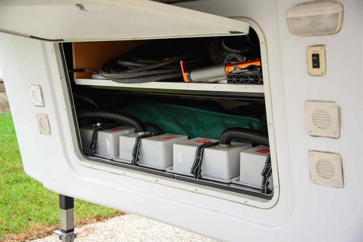 Fifth wheel battery compartment-min