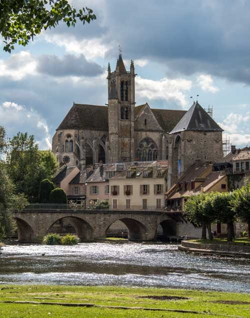 Cathedral Moret sur Loing France-min