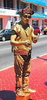 The Golden Statue Man performs for us on Gringo Gulch.