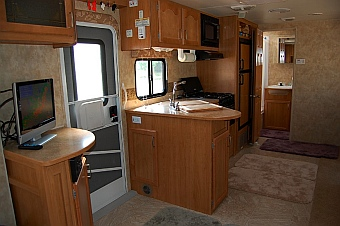The Fleetwood Prowler Lynx 270FQS has an open floorplan that we liked for our fulltime RV lifestyle