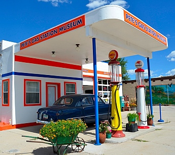 A cheery gas station from yesteryear, Williams, AZ