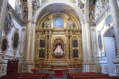 Gold decorated altar in the Santo Domingo Cathedral in Oaxaca, Mexico