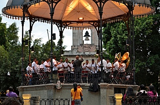 A band plays pops tunes in the Zocalo bandstand.