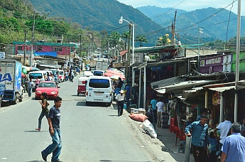 Little towns crowd the road from Tapachula to San Cristobal