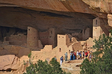 A tour group walks through the Cliff Palace ruins.