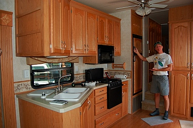 RV Kitchen 36' 5th wheel trailer by NuWa Hitchhiker