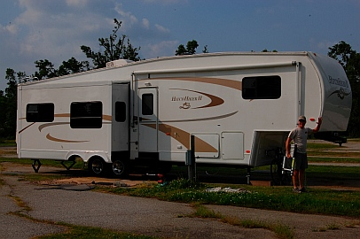 2007 NuWa Hitchhiker 34.5 RLT 5th wheel RV trailer