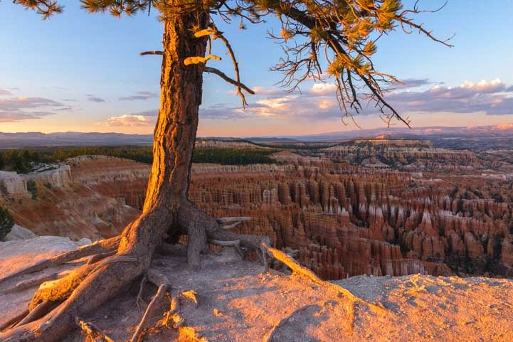 Sunset travel stories at Bryce Canyon National Park nomadic living-min