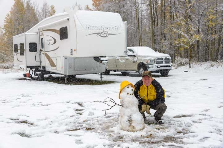 RV living in a nomadic lifestyle during in a Colorado snowstorm_-min