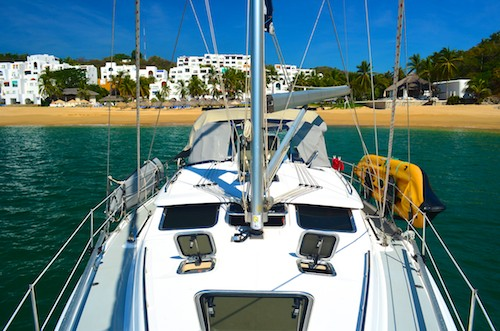 Mexico cruising living aboard a sailboat in Huatulco Mexico