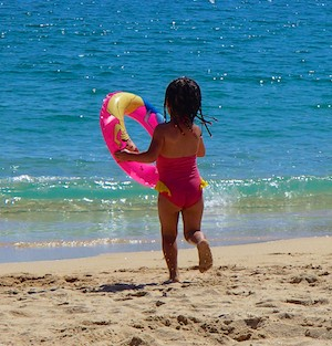 Toddler on Santa Cruz Beach Huatulco sailing blog
