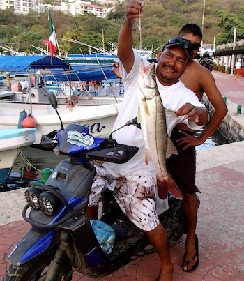 FIsh on a scooter - Santa Cruz Harbor Huatulco sailing blog