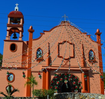 Sailing Blog: La Crucecita Church Huatulco Mexico readies for the holiday
