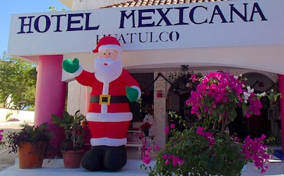 Santa Claus in Huatulco Mexico (cruising blog)