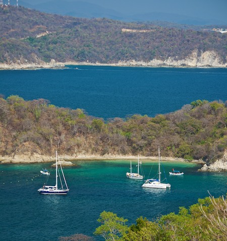 Santa Cruz Bay anchorage in Huatulco (from ouor sail blog)