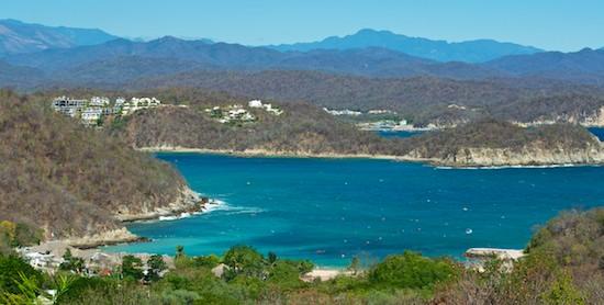 Playa Violin Huatulco Mexico cruising blog