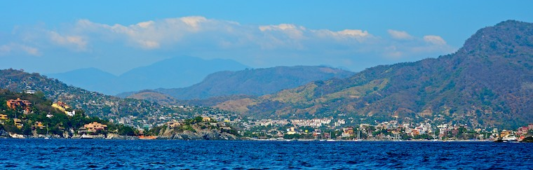 zihuatanejo bay entrance cruising blog