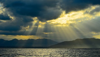 sailing blog Crepuscular rays outside Zihuatanejo