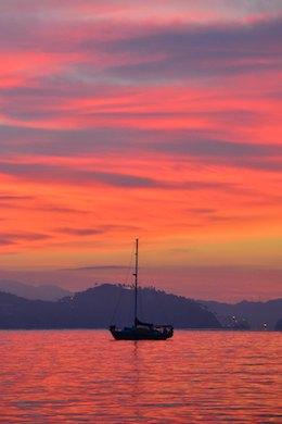 Cruising Mexico (Manzanillo Bay & Santiago) Red sky at morning