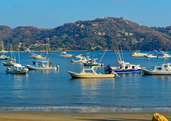 Zihuatanejo boats in bay sailing blog