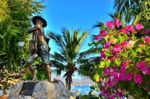 Zihuatanejo Fisherman statue cruising blog