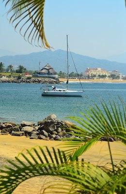 cruising blog sailboat at anchor las hadas manzanillo mexico